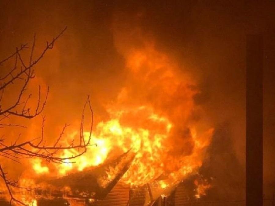 В районе Вертолетного поля сгорел частный дом