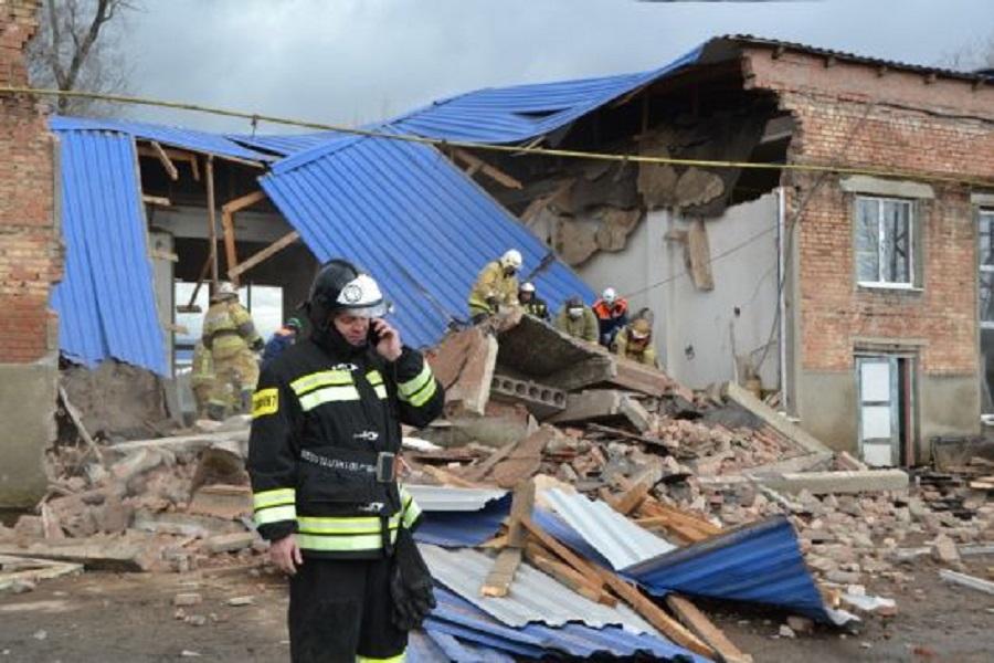 Под завалами в Сальске нашли тела двух человек