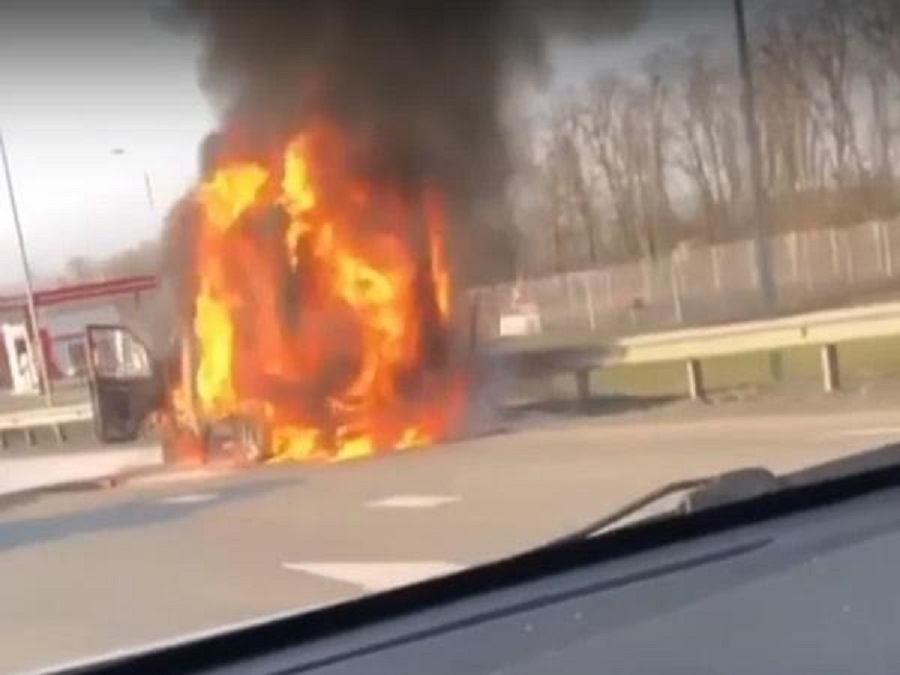 На донской трассе вспыхнул грузовик