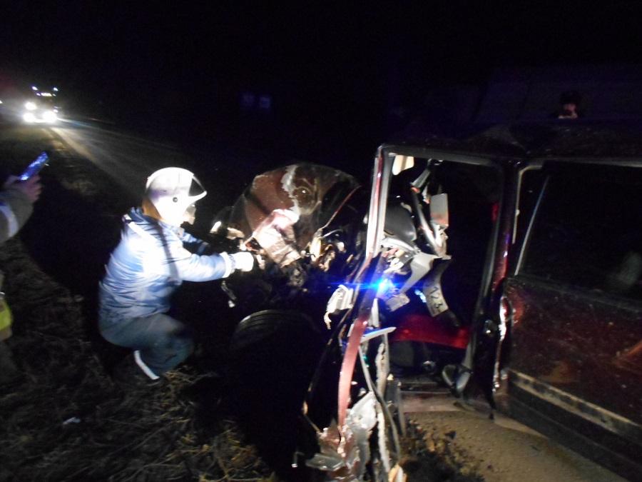 Водитель ВАЗа пострадал в столкновении с грузовиком