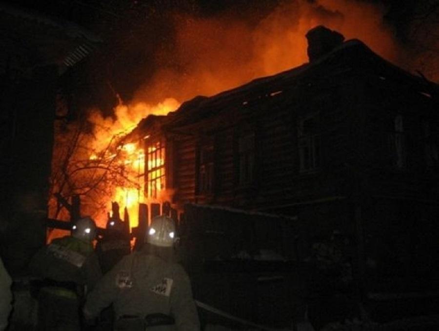 Двое погибли в огне