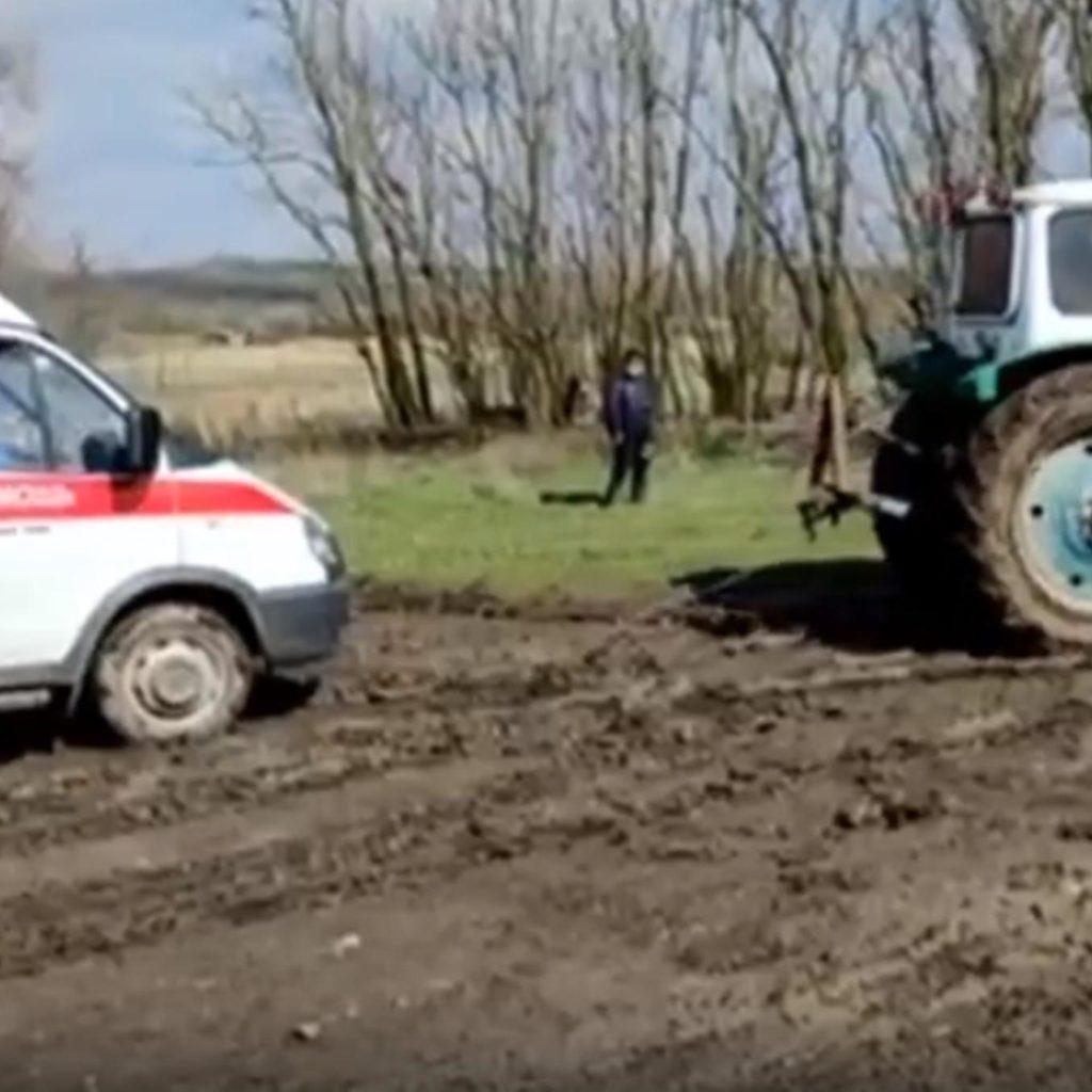 Могла ли застрявшая в грязи «скорая» спасти пенсионера