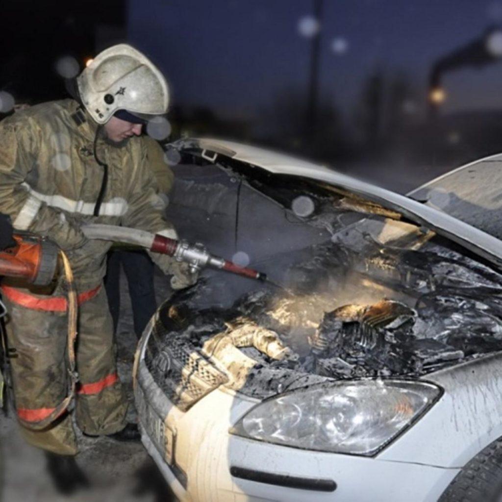 На Дону сгорела иномарка