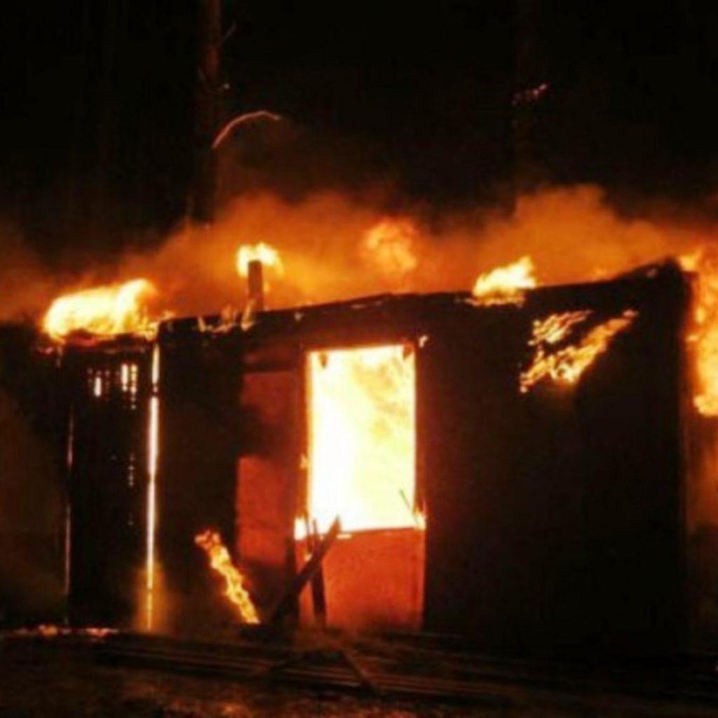 При пожаре погиб 53-летний мужчина в строительном вагончике