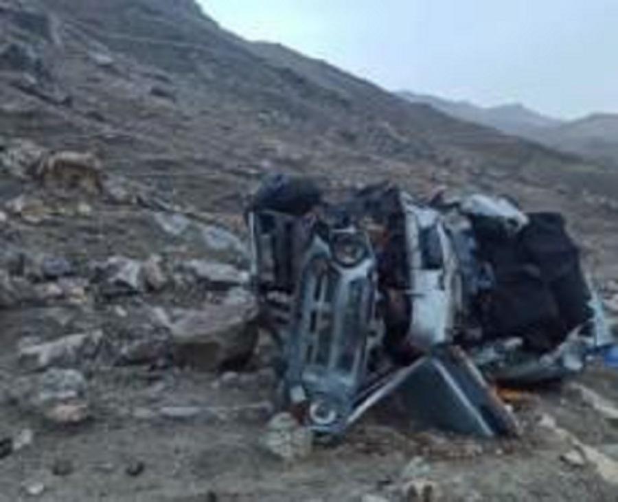 Автомобиль с туристами упал в обрыв