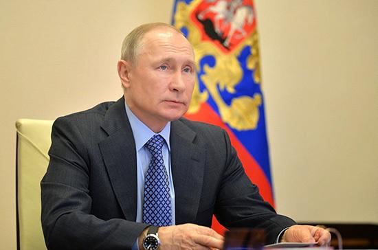 Путин наградил четырех пожарных орденом Мужество