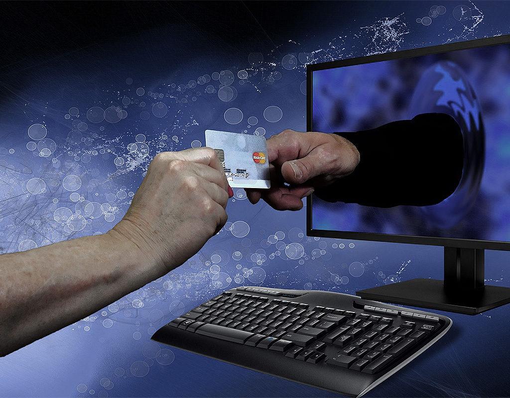о готовящейся крупной атаке хакеров на счета россиян
