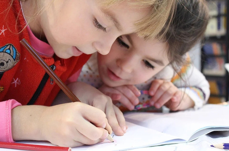 В Госдуму внесён законопроект обеспечить бесплатными игрушками и учебниками