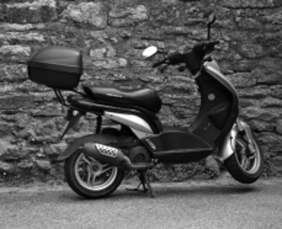 Житель Миллеровского района угнал скутер