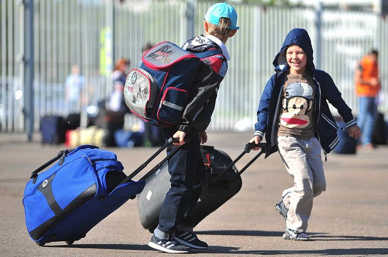 Госдума приняла закон о правилах выезда детей за границу