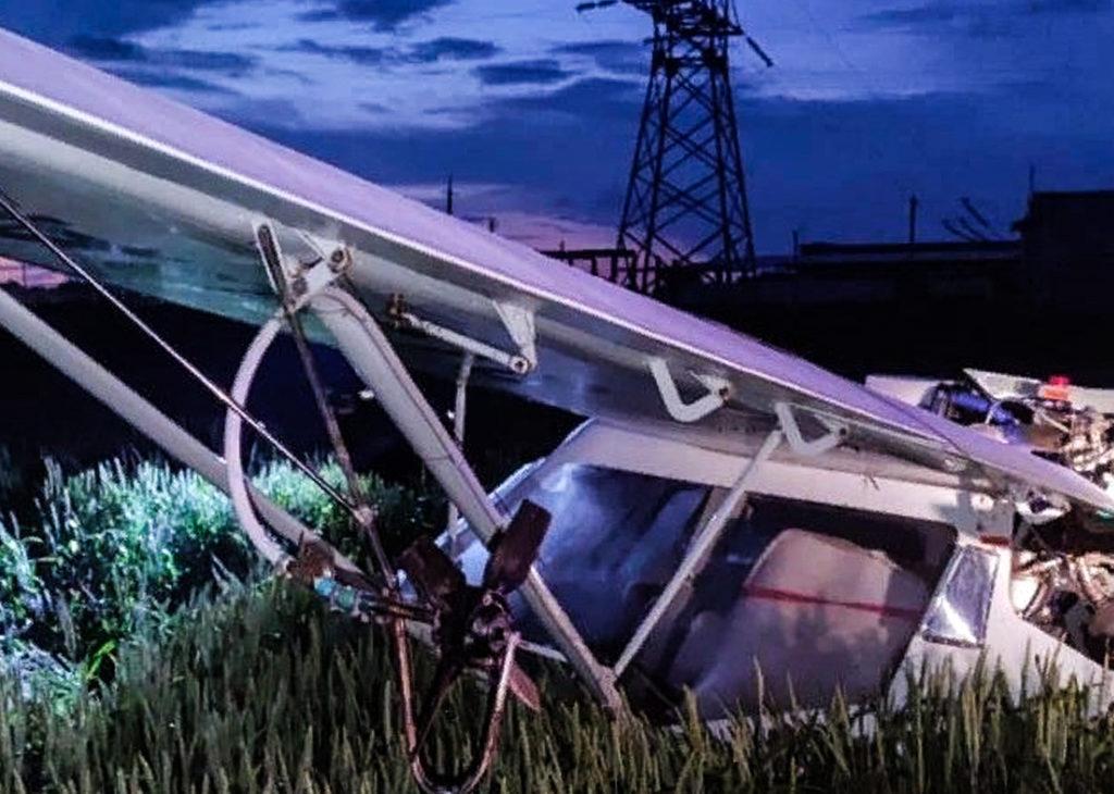 На Дону упал самолет: пострадал пилот